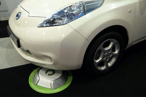 Nissan LEAF being charged with Evatran Plugless Power wireless system.  Source: EV World