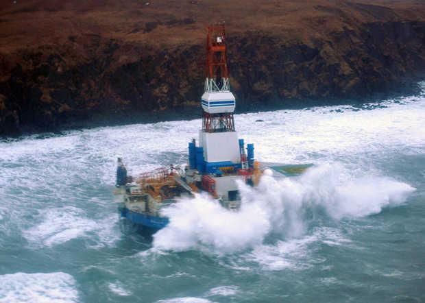 Kulluk rig aground
