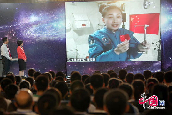 Shenzhou-10 teaching from space