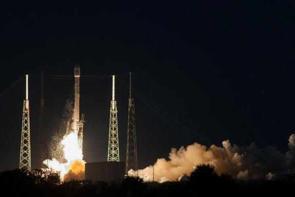 spacex-falcon-9-rocket-launches-ses-8