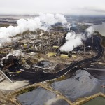 The Suncor tar sands processing plant near the Athabasca River at their mining operations near Fort McMurray, Alberta, September 17, 2014. In 1967 Suncor helped pioneer the commercial development of Canada's oil sands, one of the largest petroleum resource basins in the world. Picture taken September 17, 2014.  REUTERS/Todd Korol (CANADA  - Tags: ENERGY ENVIRONMENT)   - RTR47FRZ